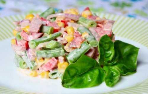 Рецепты салат с ветчиной и кукурузой: секреты