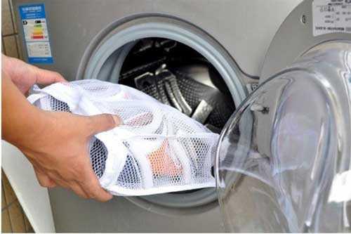 Как стирать замшевые кроссовки вручную и в стиральной машине