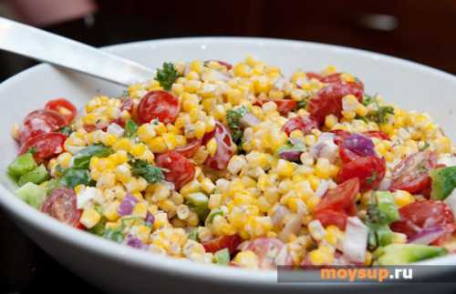 Салат с колбасой вареной, копченой, с фасолью, кукурузой и капустой