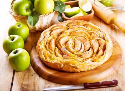 Постная выпечка: сладкая яблочная роза