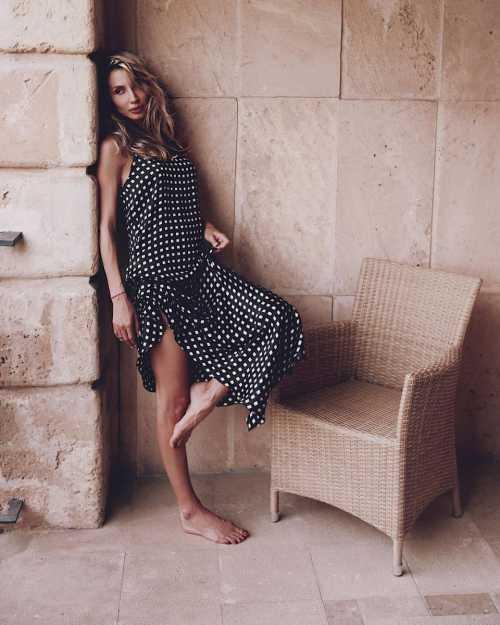 Анастасия Волочкова объяснила, почему ее интимные снимки попали в Сеть