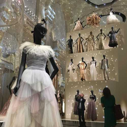Летом состоится выставка Dior в честь 70