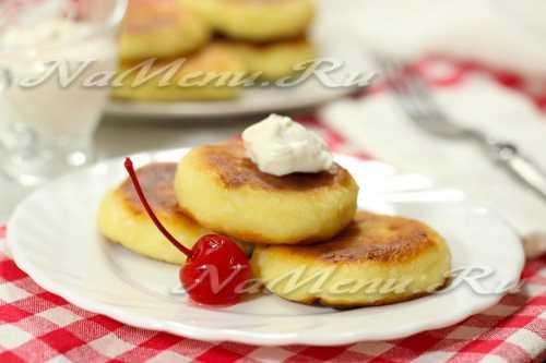 Брызнуть лимонного сока, слегка посыпать свежемолотым перцем