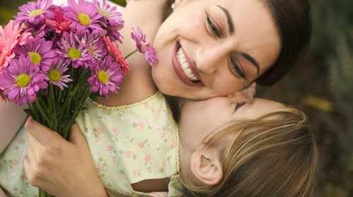 Психологи: дети лучше относятся к матерям,