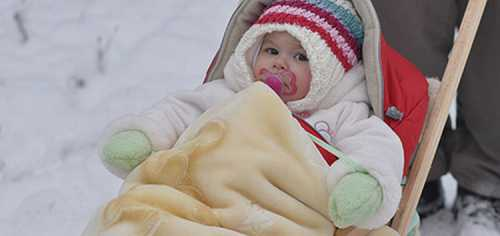 Можно ли гулять с ребёнком при температуре: в