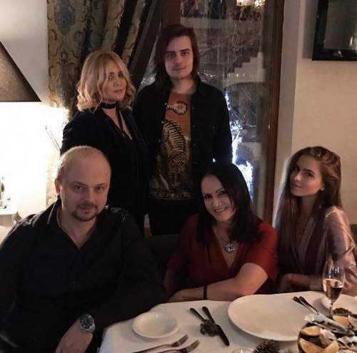 Татьяна Навка удивила подписчиков семейным снимком